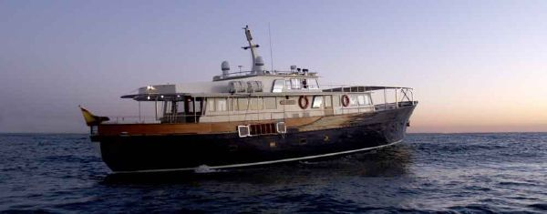 1964 displacement motoryacht classic motoryacht boats for Vintage motor yachts for sale