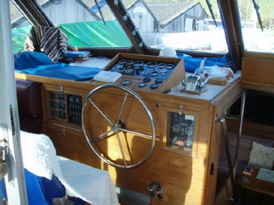 1975 camper nicholsons gentlemans motor cruiser  6 1975 Camper & Nicholsons Gentlemans Motor Cruiser