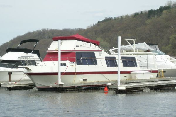 Bluewater Yachts Sedan 1979 Bluewater Boats for Sale