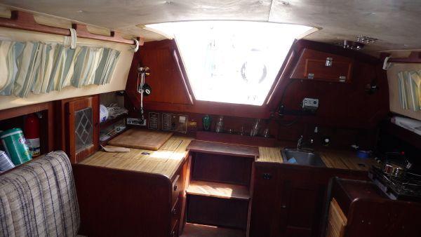1979 cal 31 sloop  9 1979 CAL 31 Sloop