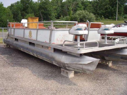 Crest Pontoon 25' 1979 Pontoon Boats for Sale