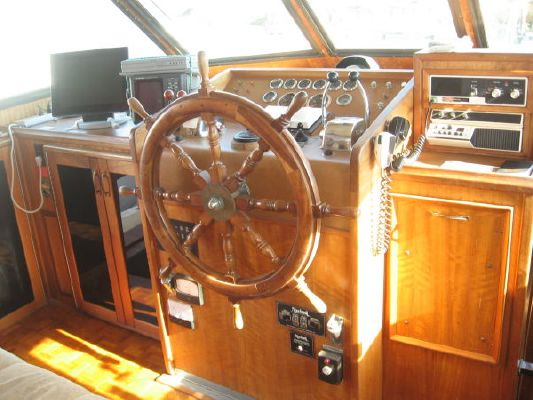 1979 hatteras cockpit motoryacht widebody  2 1979 Hatteras Cockpit Motoryacht Widebody