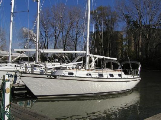 Hunter 37' Cherubini Cutter 1979 Sailboats for Sale