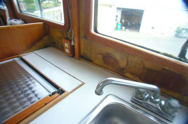 Lien Hwa Flybridge Trawler [With stern thruster] 1979 Flybridge Boats for Sale