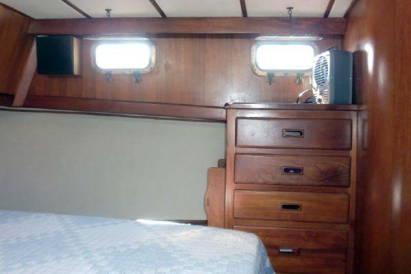 1980 chb europa trawler  31 1980 CHB Europa Trawler
