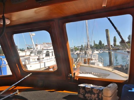 CHB Trawler w/Bow Thruster 1980 Trawler Boats for Sale