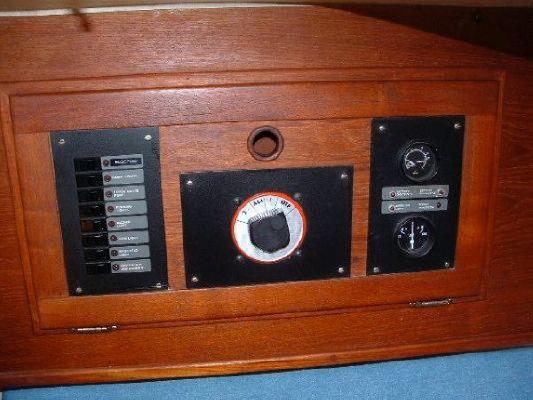 1981 hughes 31  22 1981 Hughes 31