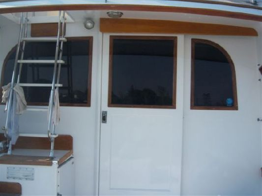 Post Marine sedan/flybridge 1981 Flybridge Boats for Sale