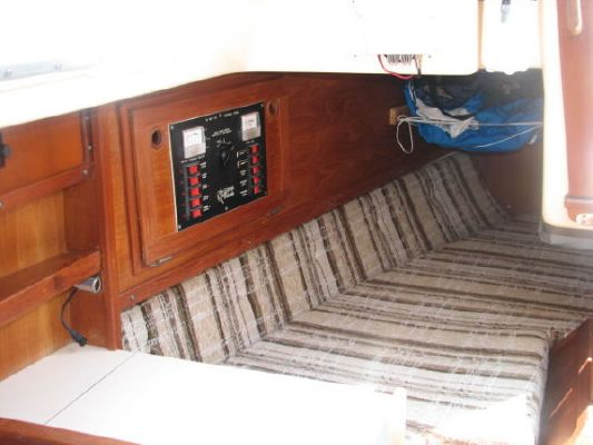 1982 hughes columbia hughes 31 se  13 1982 Hughes Columbia Hughes 31 SE