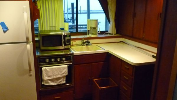1984 bluewater wheelchair accessible boats yachts for sale for Completely wheelchair accessible luxury house for sale