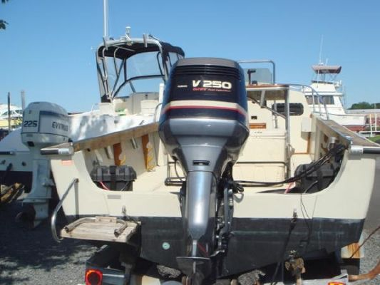 Boston Whaler Outrage 22 1984 Boston Whaler Boats