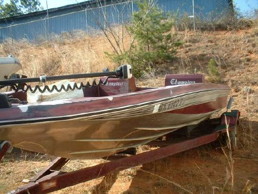 CHAMPION BOATS Super V Fish N Ski Outboard Hull 1984 Sailboats for Sale Ski Boat for Sale