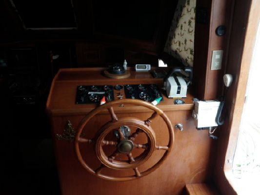 Marine Trading Sundeck 1984 All Boats