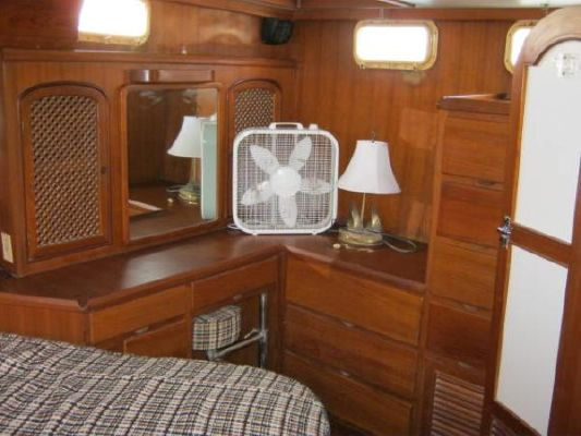 Present 42 Sundeck 1984 All Boats