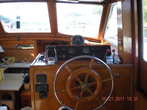 1984 vista aft cabin motor yacht  2 1984 Vista Aft Cabin Motor Yacht