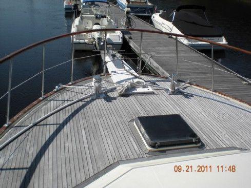 1984 vista aft cabin motor yacht  6 1984 Vista Aft Cabin Motor Yacht