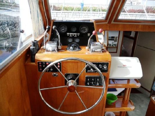 Chris Craft Yacht Fisher 48 1985 Chris Craft for Sale