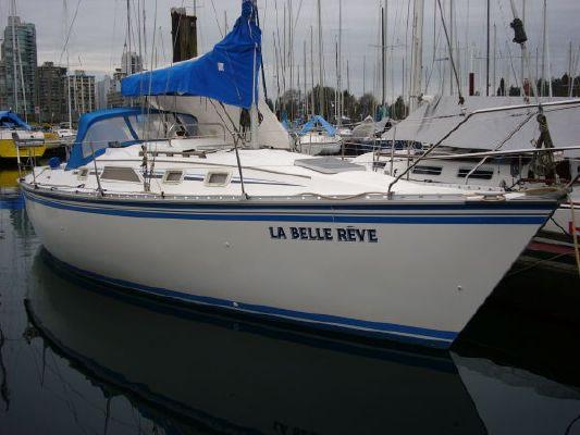 1985 hunter sailboat  1 1985 Hunter Sailboat