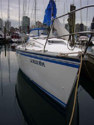 1985 hunter sailboat  2 1985 Hunter Sailboat