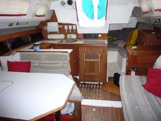 1985 hunter sailboat  5 1985 Hunter Sailboat