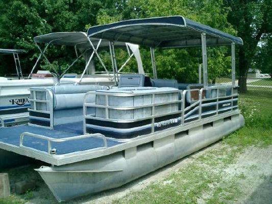 RIVIERA CRUISER RCX2422 1985 Riviera Boats for Sale