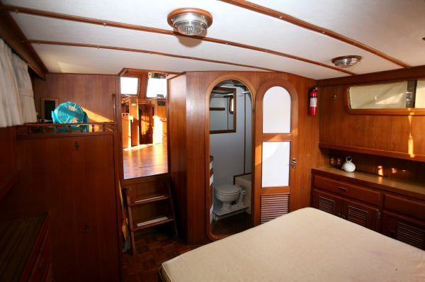 Marine Trader Galley Down Double Cabin 1986 All Boats