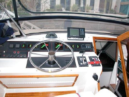 1987 bayliner pilothouse motor yacht  11 1987 Bayliner Pilothouse Motor Yacht