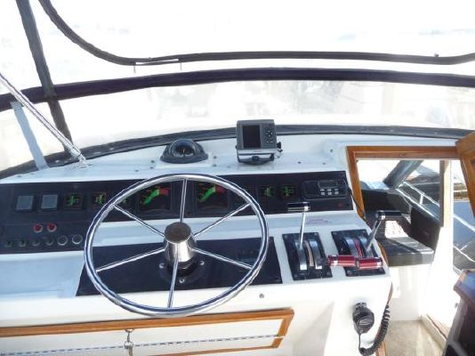 1987 bayliner pilothouse motor yacht  19 1987 Bayliner Pilothouse Motor Yacht