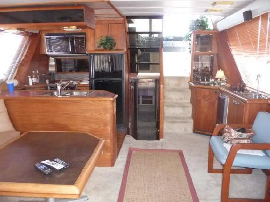1987 bayliner pilothouse motor yacht  2 1987 Bayliner Pilothouse Motor Yacht