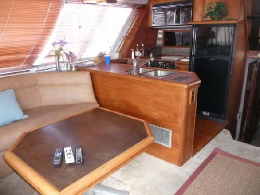 1987 bayliner pilothouse motor yacht  3 1987 Bayliner Pilothouse Motor Yacht