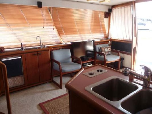 1987 bayliner pilothouse motor yacht  4 1987 Bayliner Pilothouse Motor Yacht