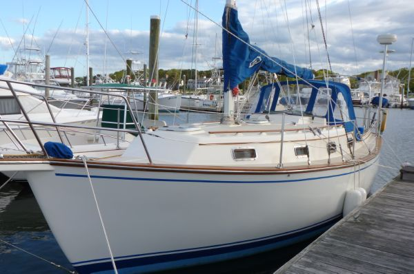 Island Packet 31 Centerboard Sloop, updated 1987 Sloop Boats For Sale