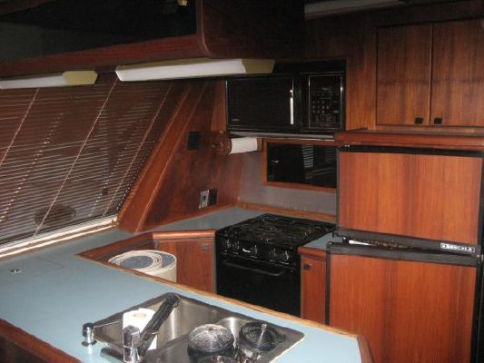 1988 bayliner 45 pilothouse  10 1988 Bayliner 45 Pilothouse