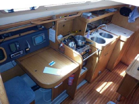 1988 beneteau oceanis 320  8 1988 Beneteau Oceanis 320