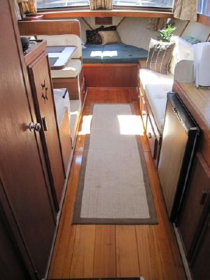 Garelick Boat Chairs 1988 Marinette 32 Sedan Flybridge | Boats Yachts for sale