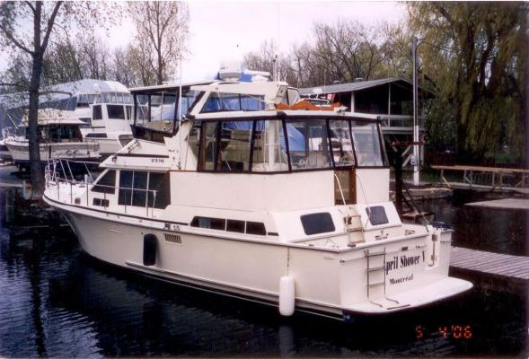 1988 tollycraft 44 cockpit motor yacht bow stern for 44 viking motor yacht