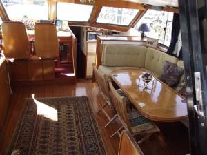 Dyna Craft Aft deck motor boat 1989 Deck Boats For Sale
