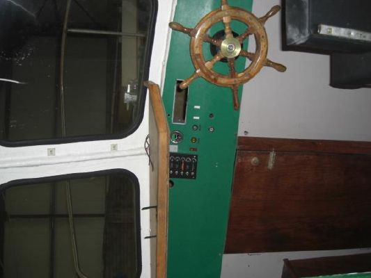 1990 fishing boat wheelhouse  4 1990 Fishing Boat Wheelhouse