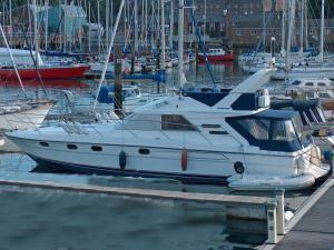 Boats for Sale & Yachts Fairline Sedan 43 1991 Motor Boats