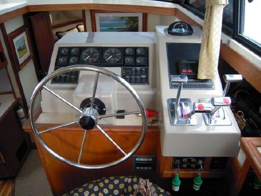 1995 bayliner 4587 cockpit my  40 1995 Bayliner 4587 Cockpit MY