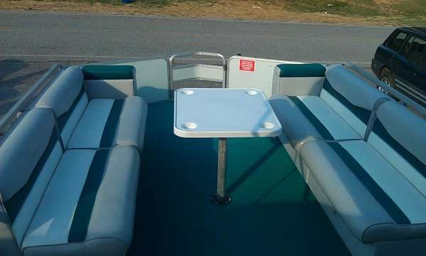 Tracker Party Barge 24 1995 Sun Tracker Boats for Sale