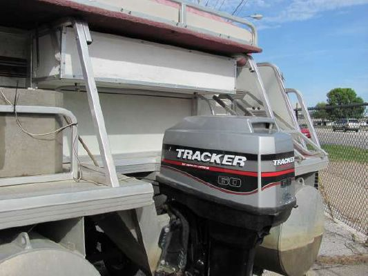 Tracker 24' Signature Party Barge 1996 Sun Tracker Boats for Sale