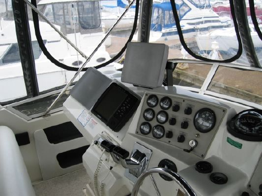 Carver 400 Cockpit motoryachts 1998 Carver Boats for Sale
