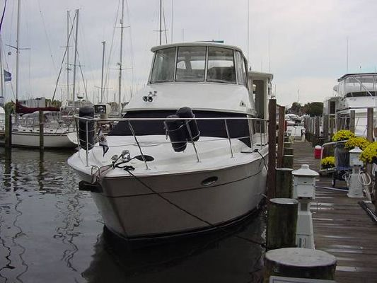 Carver 504 Cockpit Motor Yacht With Climate Control Bridge and Aft Deck along with Two Staterooms 1999 Carver Boats for Sale