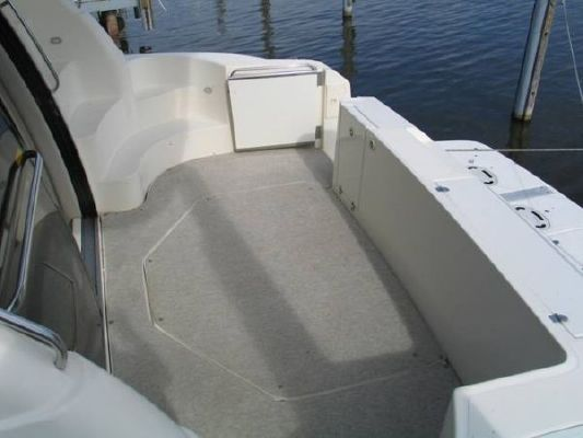 Cruisers * Sedan (Stk#B5103) 1999 Cruisers yachts for Sale