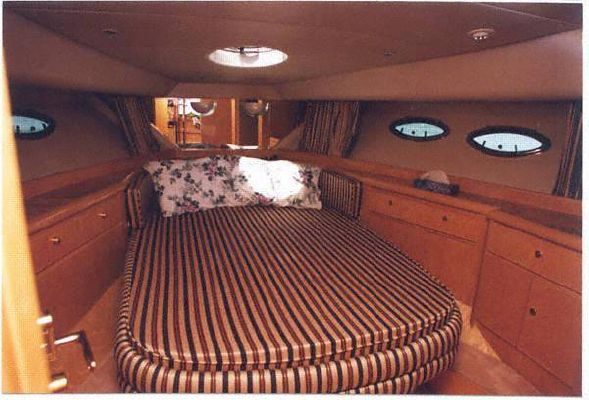 Dyna Craft Motor Yacht 1999 All Boats