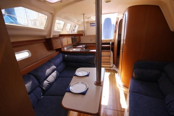 1999 hunter 310 sloop  4 1999 Hunter 310 sloop