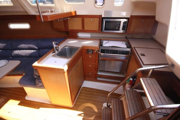 1999 hunter 310 sloop  7 1999 Hunter 310 sloop