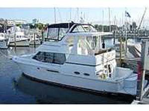 Carver REDUCED 404 COCKPIT MOTOR YACHT 2000 Carver Boats for Sale