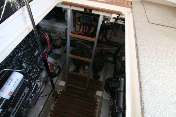 Grand Banks East Bay Express Hard Top 2000 Grand Banks Yachts